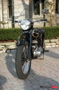 Front Headlight of this vintage Triumph TRW 500