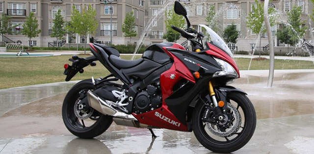 suzuki gsx s1000f review and test ride motorcycle mojo. Black Bedroom Furniture Sets. Home Design Ideas