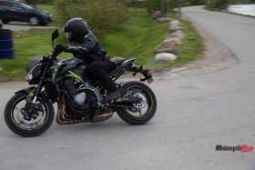 Turning on the Kawasaki Z900 ABS