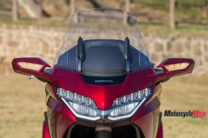 headlights-of-the-2018-honda-gold-wing