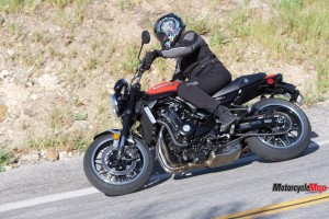 Turning With The 2018 Kawasaki Z900RS SE